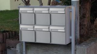 Briefkasten mit Kantrohr Seitenstützen