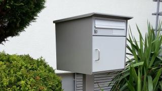 Briefkasten mit Mittelstütze