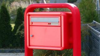 Briefkasten mit Ovalrohrgestell