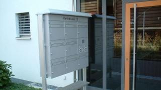 Deskline Briefkastenanlage mit Regendach