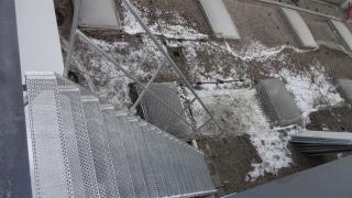 Industrietreppe mit Lochblechstufen