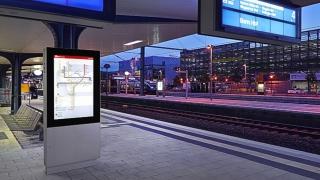 Monitorvitrine Bahnsteig