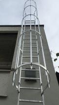 fassadenleiter rückenschutz